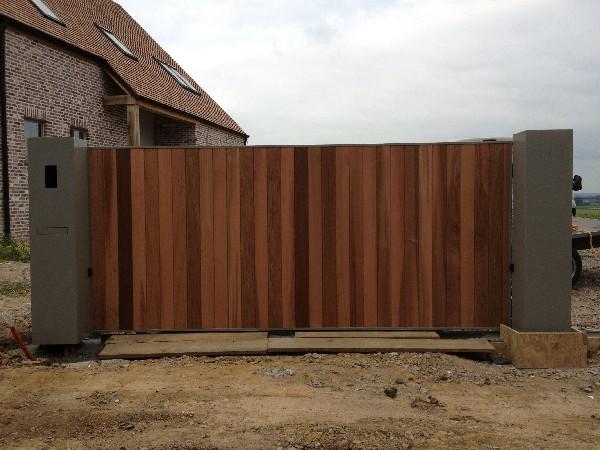 Portail coulissant bois avec fabrication de colonnes