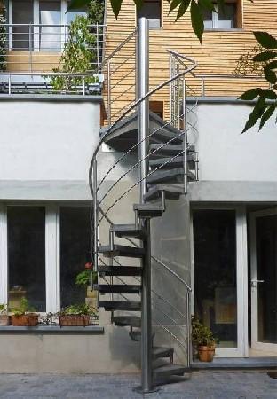 escalier ext&eacute;rieur en inox model outinox<br /> avec marches en synth&eacute;tique