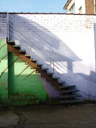 escalier extérieur acier corten avec marches en synthétique